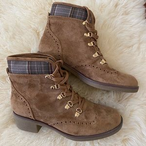 NWT TOMMY HILFIGER Lace-up Camel Booties
